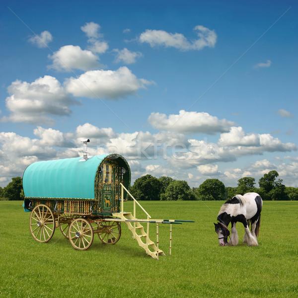 Foto stock: Caravana · velho · cavalo · nuvens · circo