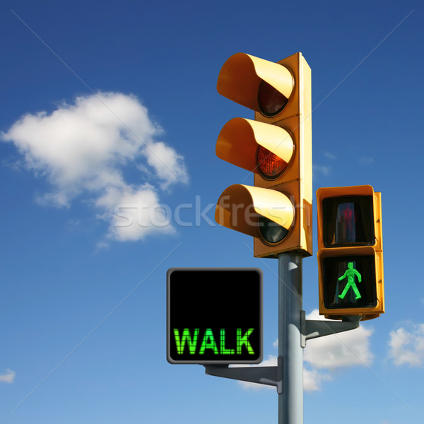 Feux de circulation marche vert homme signe lampe Photo stock © Binkski