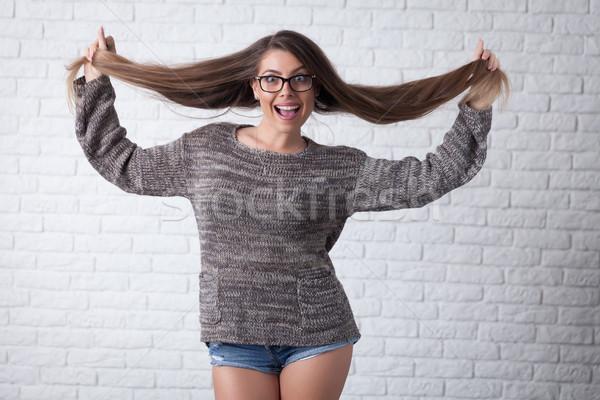 Grappig sexy girl jonge glimlachend meisje permanente Stockfoto © blanaru
