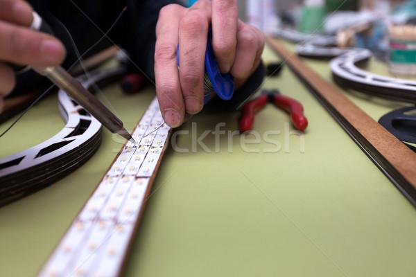 Foto stock: Fabrico · trabalhador · em · linha · reta · linha · negócio · mãos