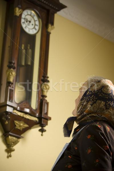 Tijd denk spullen oude vrouw vergadering groot Stockfoto © blanaru