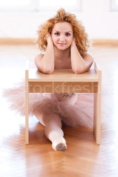 Zoete onschuldige ballerina portret glimlachend vrouw Stockfoto © blanaru