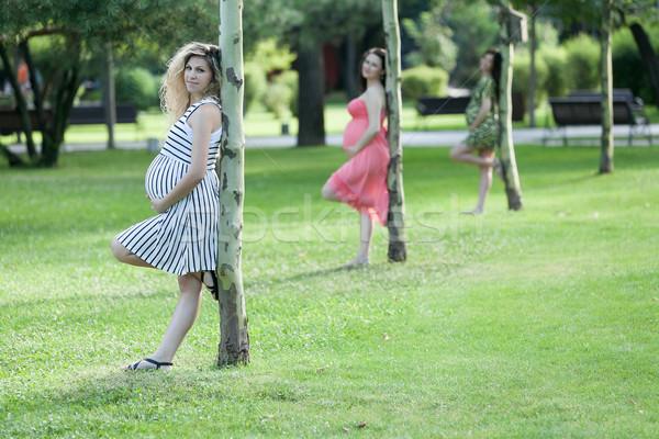 Mutlu beklentiler üç genç hamile kadın Stok fotoğraf © blanaru