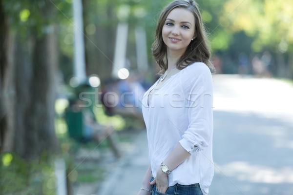 Dikkatsiz genç kadın güzel park geçit Stok fotoğraf © blanaru