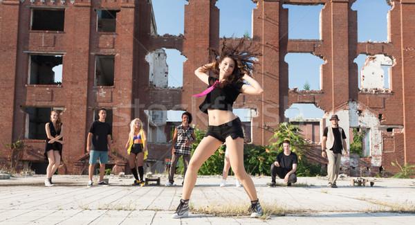 Enérgico jovem hip hop rua dançarina jovem Foto stock © blanaru