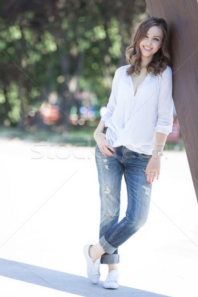 Vrijheid mooie jonge vrouw park Stockfoto © blanaru