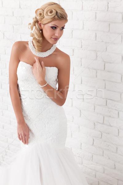 Esküvői ruha póz fiatal nő visel fehér nő Stock fotó © blanaru