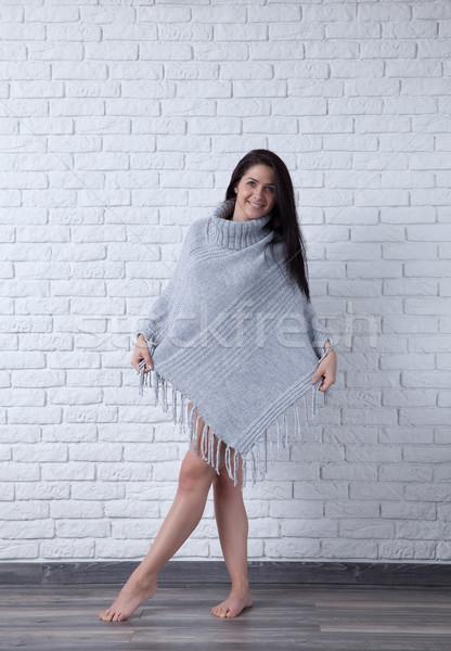Stijl glimlach jonge vrouw poseren witte Stockfoto © blanaru