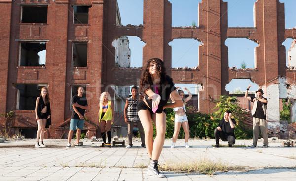 Jeune fille hip hop rue danseur danse urbaine Photo stock © blanaru