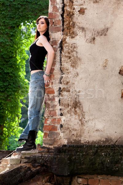 Szökkenés ismeretlen barna hajú profil hozzáállás dől Stock fotó © blanaru