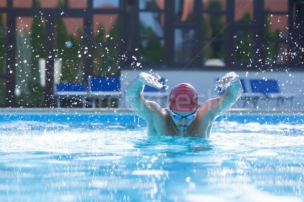 úszó medence fiatal férfi előad nagy Stock fotó © blanaru