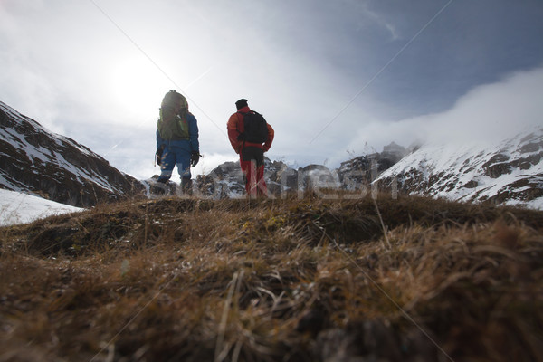Due uomo montagna top mozzafiato view Foto d'archivio © blanaru
