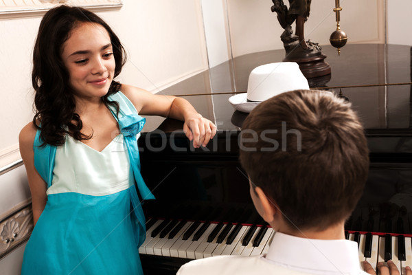 Romantikus tánc fiatal hölgy hallgat fiú Stock fotó © blanaru