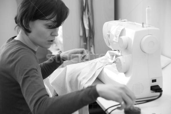 Naaien jonge vrouw eigen kleine bedrijven zwart wit Stockfoto © blanaru