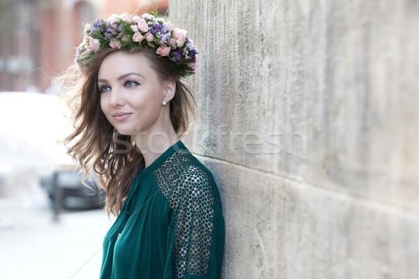 Dikkatsiz genç kadın genç kadın güzel çiçek Stok fotoğraf © blanaru