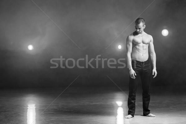 Dançar paixão jovem muscular homem Foto stock © blanaru