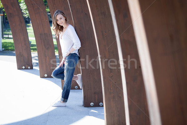 özgürlük dikkatsiz güzel genç kadın park Stok fotoğraf © blanaru