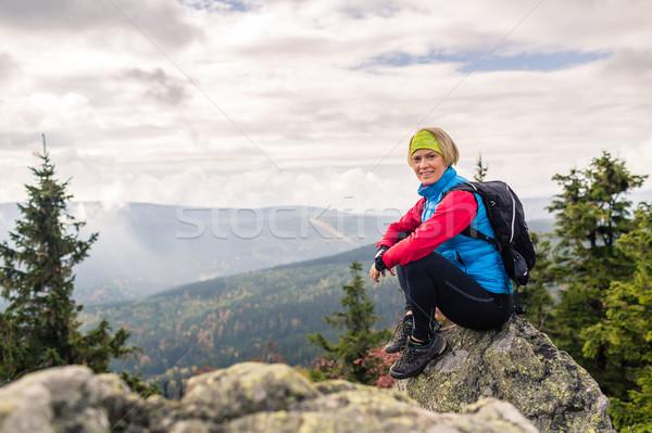 Stock fotó: Nő · kirándulás · ősz · hegyek · erdő · ül
