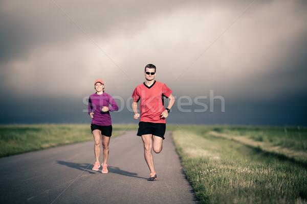 Emberek fut képzés vidéki út férfi nő Stock fotó © blasbike