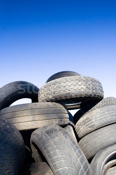 Autógumi újrahasznosítás halom öreg autógumik égbolt Stock fotó © blasbike