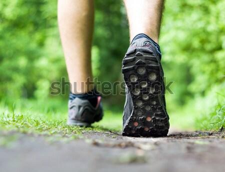 Man lopen groen gras bos groene zomer Stockfoto © blasbike