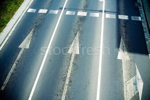 út sáv fölött előre nyilak város Stock fotó © blasbike