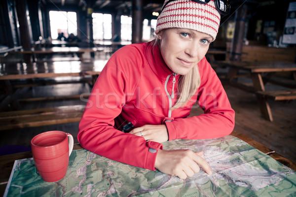 Mujer caminante mapa planificación viaje senderismo Foto stock © blasbike