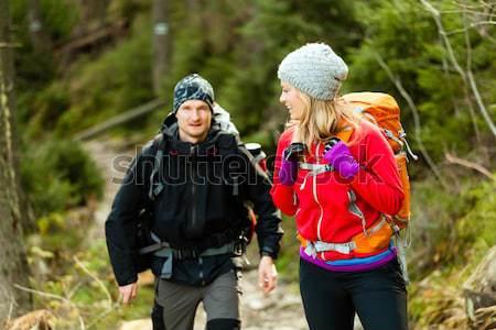 Foto d'archivio: Coppia · felice · escursionisti · piedi · montagna · uomo