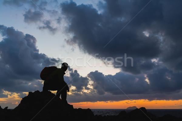Man silhouet backpacker oceaan landschap Stockfoto © blasbike