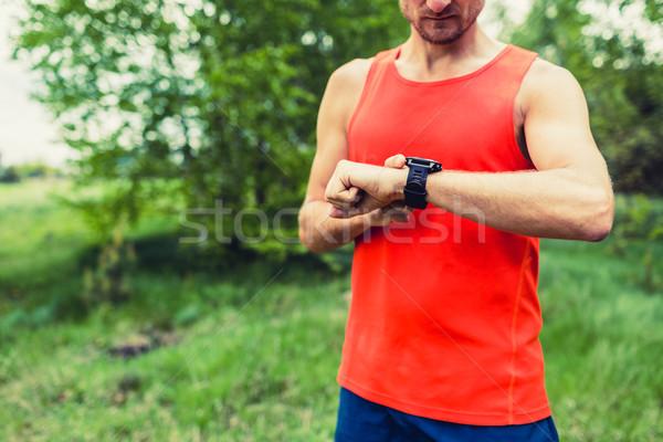 Runner patrząc sportu smart GPS oglądać Zdjęcia stock © blasbike
