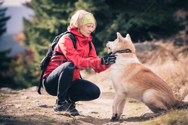 Stock fotó: Boldog · nő · kirándulás · sétál · kutya · játszik