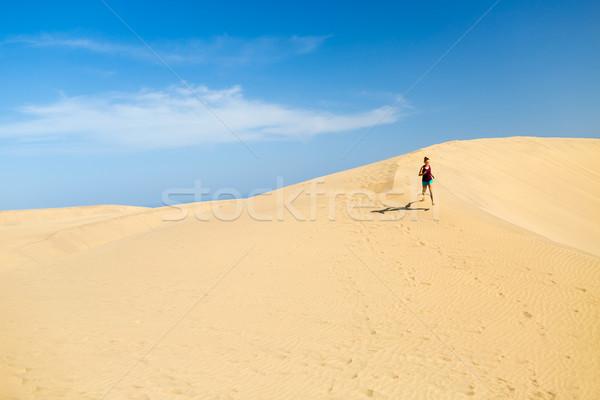 Donna esecuzione deserto bella spiaggia Foto d'archivio © blasbike