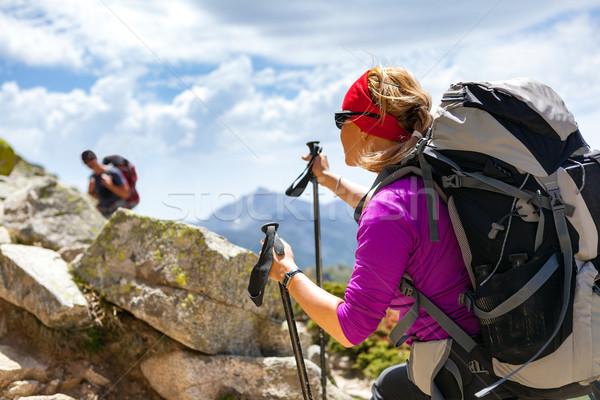 пару Туристов ходьбе Вдохновенный гор человека Сток-фото © blasbike