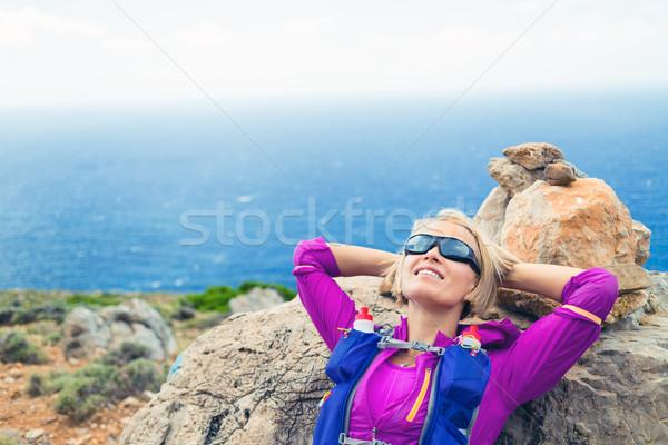 Feliz mulher corredor relaxante trilha corrida Foto stock © blasbike