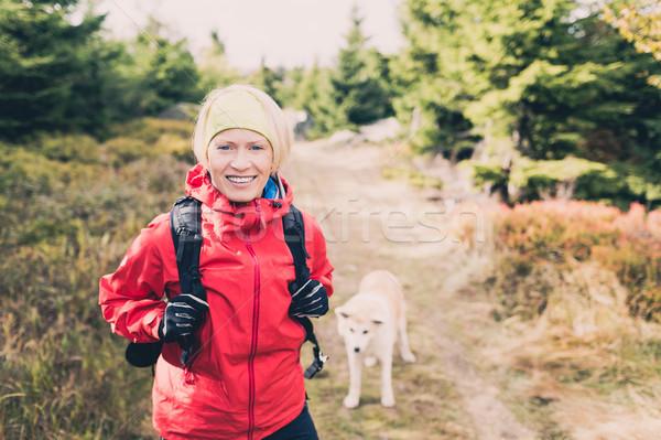 Gelukkig vrouw wandelen lopen hond najaar Stockfoto © blasbike