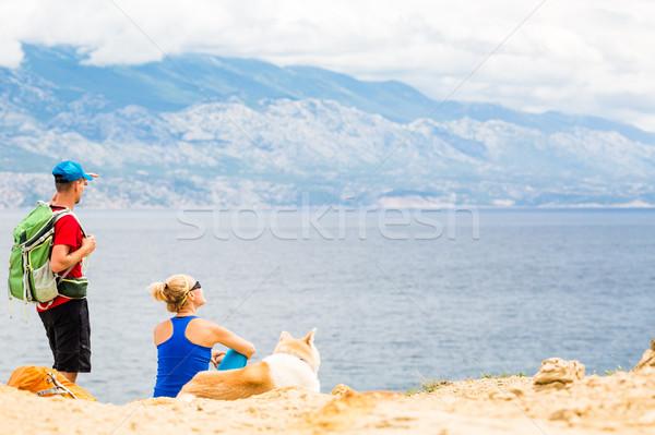 Stockfoto: Paar · wandelaars · lopen · hond · bergen