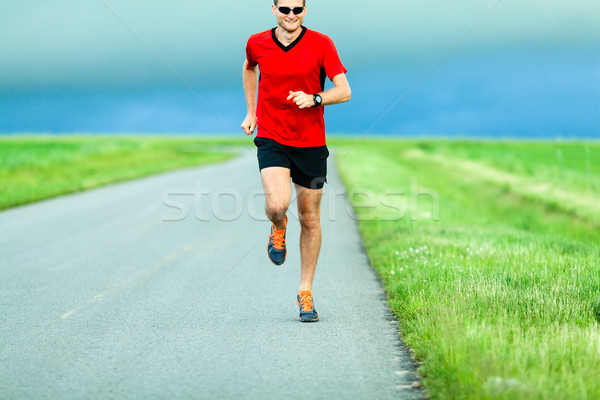 Férfi fut vidéki út futó nyár naplemente Stock fotó © blasbike