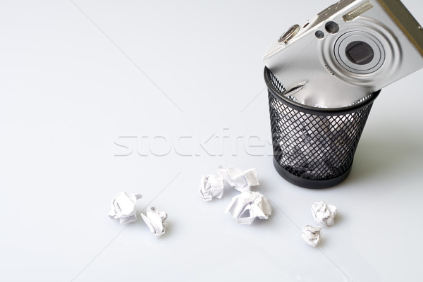 Tecnologia riciclaggio fotocamera digitale trash industria desk Foto d'archivio © blasbike