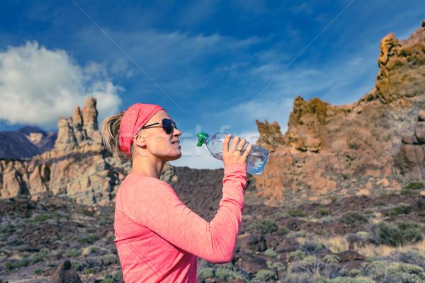 Stok fotoğraf: Kadın · iz · koşucu · içme · dağlar