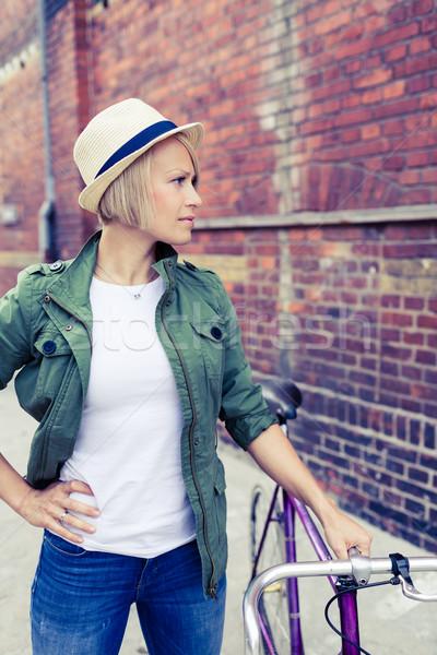 Hipszter nő klasszikus út bicikli város Stock fotó © blasbike