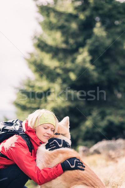 счастливым женщину походов ходьбе собака осень Сток-фото © blasbike