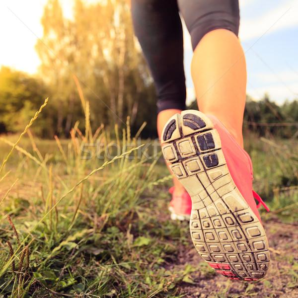 ストックフォト: 徒歩 · を実行して · 脚 · 森林 · 冒険 · 行使