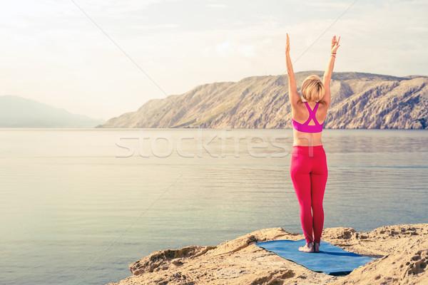 Foto d'archivio: Donna · yoga · albero · posa · mare