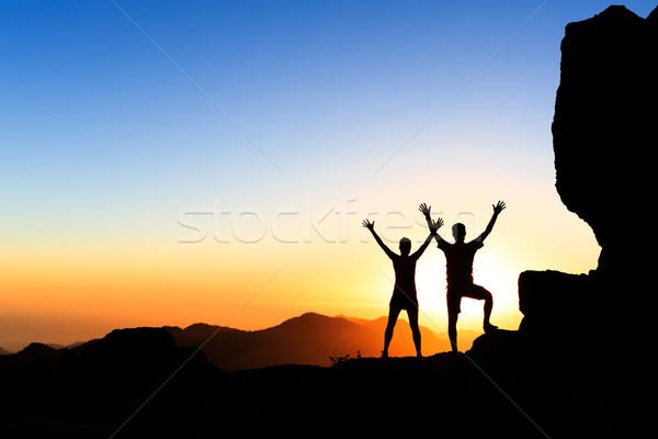 Casal sucesso montanhas pôr do sol brasão Foto stock © blasbike