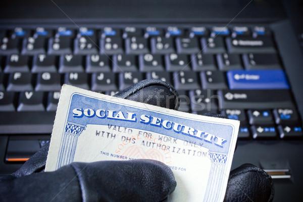 Személyazonosság-lopás laptop számítógép társadalombiztosítás kártya számítógép kéz Stock fotó © blasbike