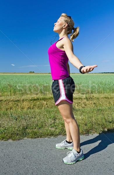 Kadın rahatlatıcı çalışma genç kadın mavi gökyüzü yeşil Stok fotoğraf © blasbike