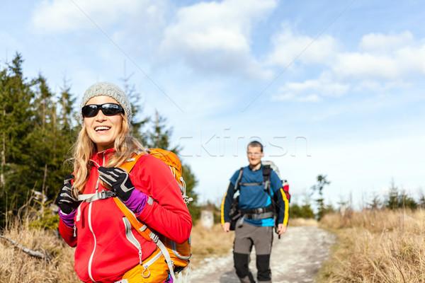 Foto d'archivio: Coppia · piedi · escursioni · montagna · percorso · uomo