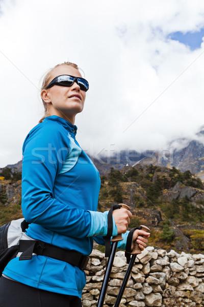 Kadın yürüyüş dağlar genç kadın uzun yürüyüşe çıkan kimse Nepal Stok fotoğraf © blasbike