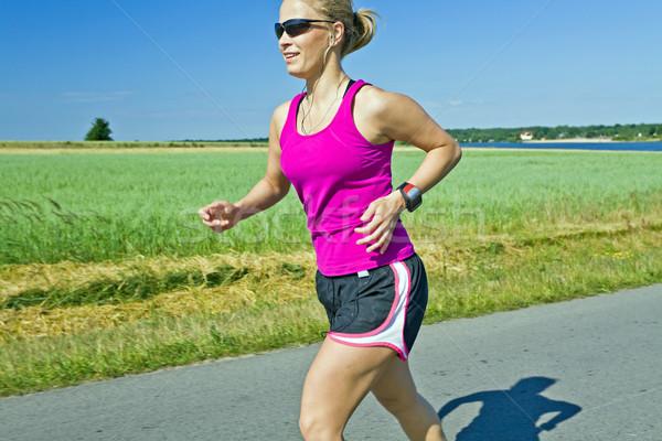 Corrida mulher música estrada rural feliz fitness Foto stock © blasbike