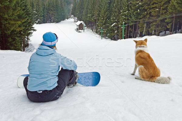 Donna snowboarder rilassante giovani seduta cane Foto d'archivio © blasbike